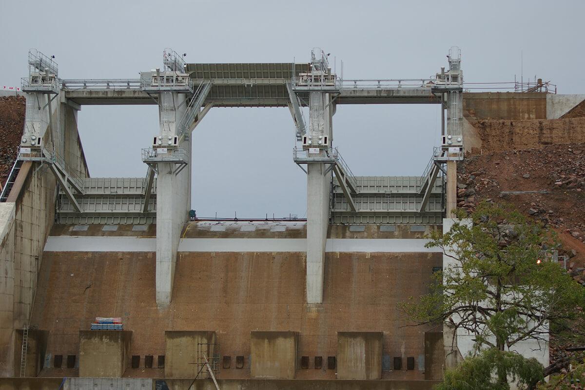 Ross River radial gate installation